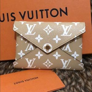 Louis Vuitton MEDIUM POCHETTE KIRIGAMI